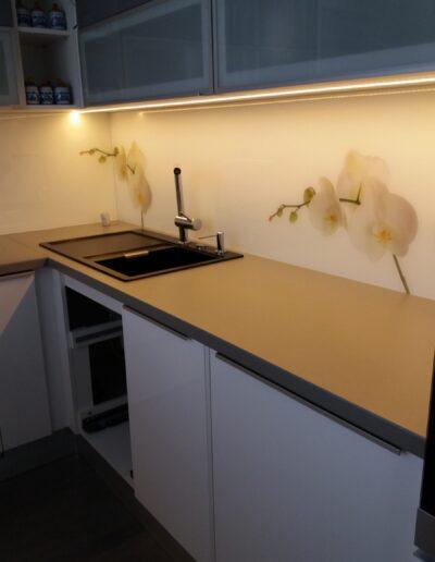 Grafosklo - sklo jako obklad za kuchyňskou linku