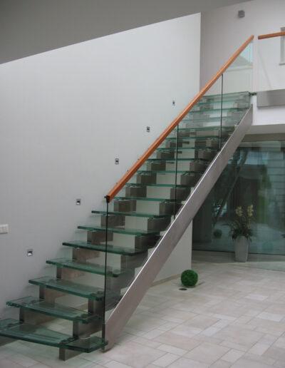 celosklenene schodiste