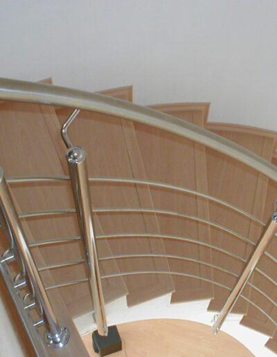 obklad schodiště - nerezové zábradlí