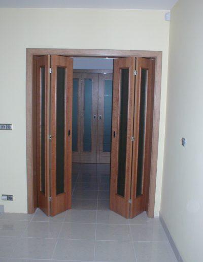 skládací dveře Sapeli