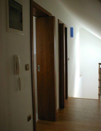 interiérové skládací dveře Sapeli