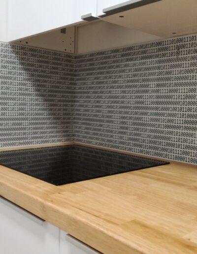 Grafosklo - sklo jako obklad za kuchyňskou linku Brno