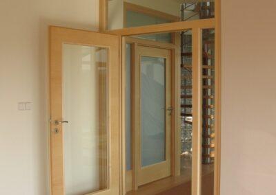 Dveře Sapeli dýha javor prosklená stěna