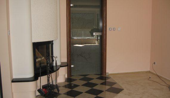 Celoskleněné dveře – dýhovaná zárubeň Sapeli Harmonie