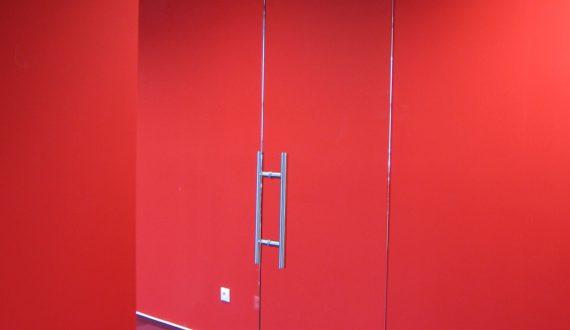 Celoskleněné dveře do komerčních prostor